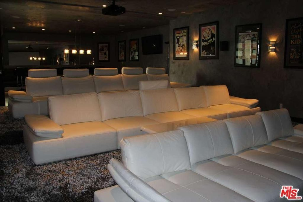 Above Is A Good Example Of A Mid Quality Home Movie Theater That Barely  Misses The Mark. The Black Ceiling And Walls Are Fantastic, But The  Carpeting Is Too ...