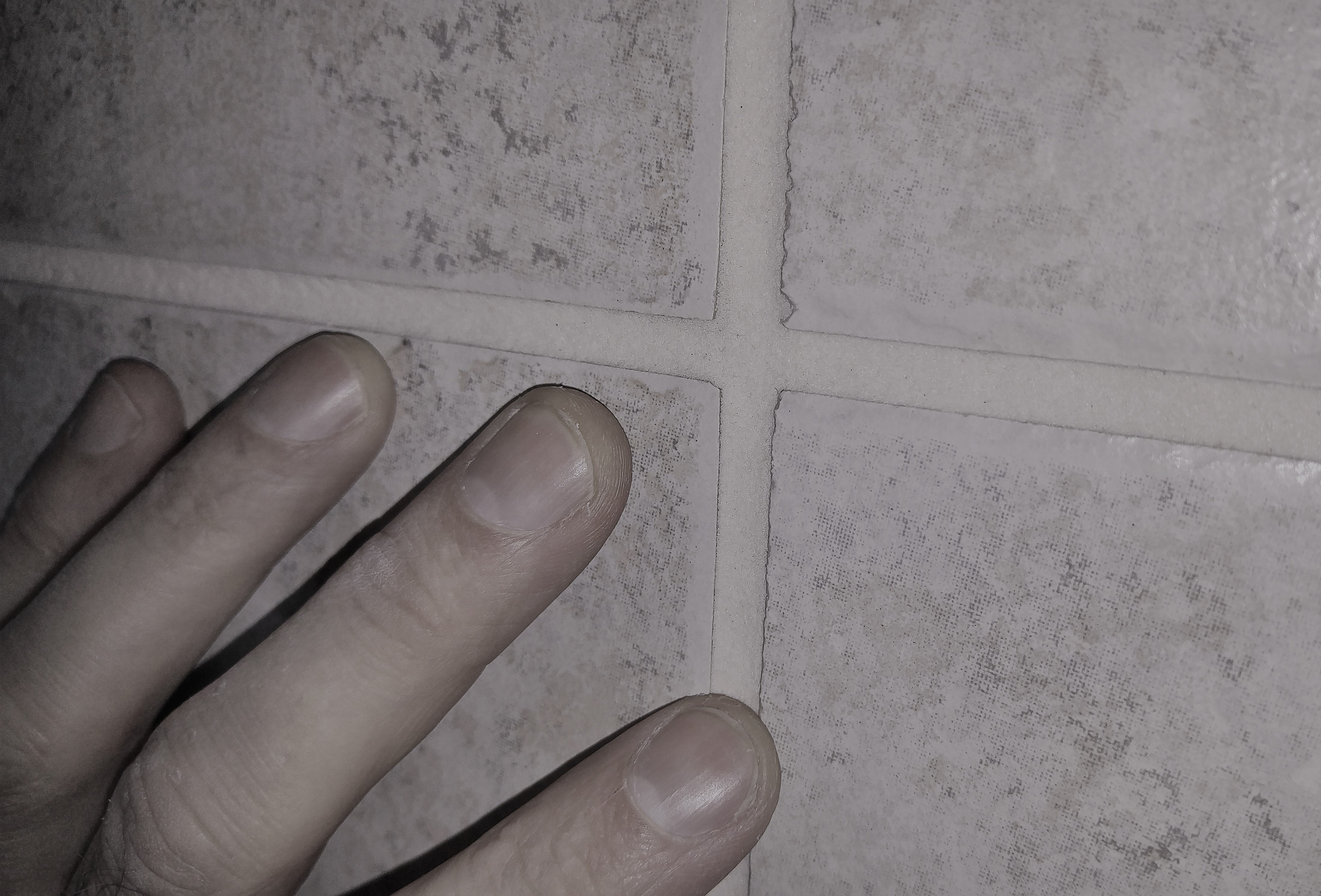 Will Tiling Without Grout Lines Make